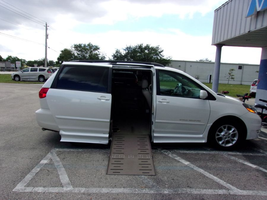 White Toyota Sienna with Side Entry Automatic  ramp