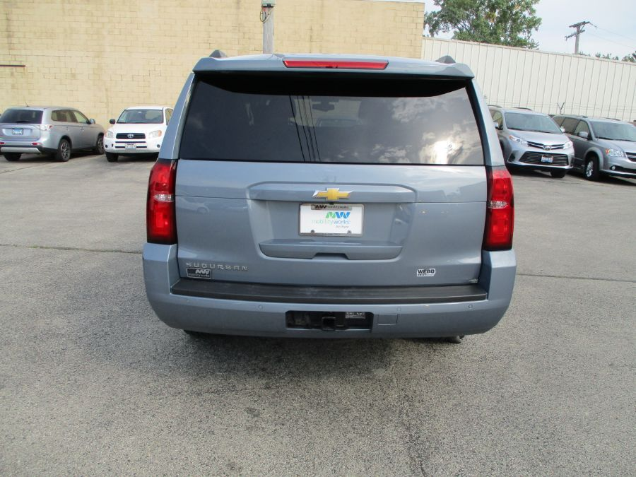 Gray Chevrolet Suburban image number 5