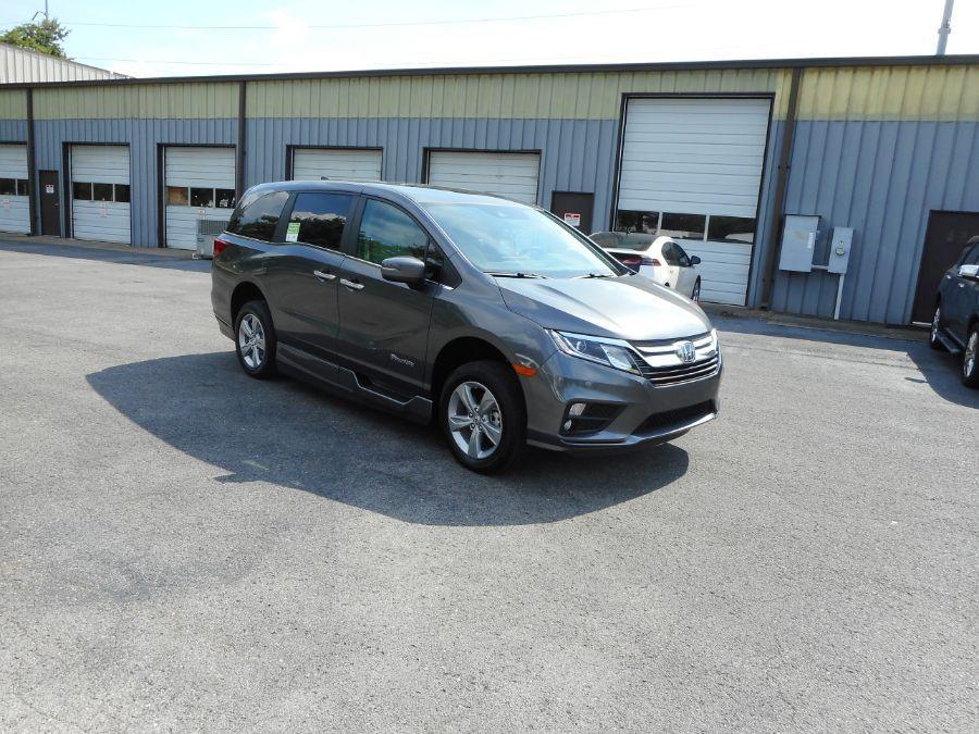 Gray Honda Odyssey image number 25