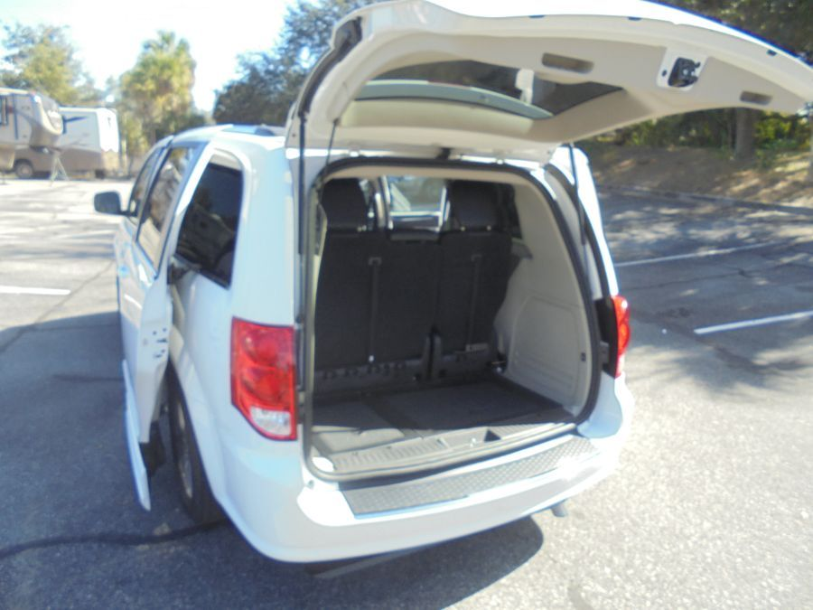 White Dodge Grand Caravan image number 27