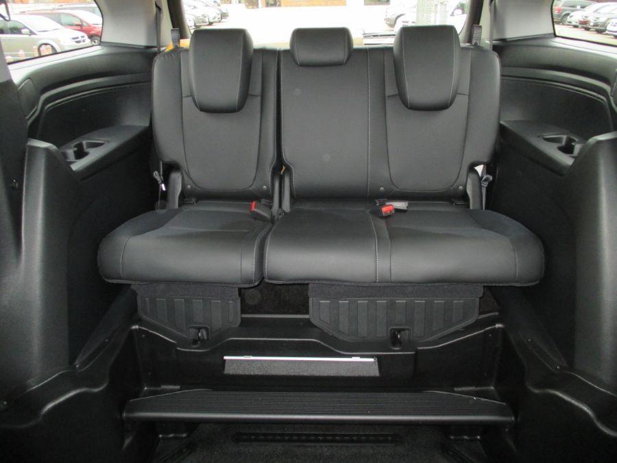 Black Honda Odyssey image number 15
