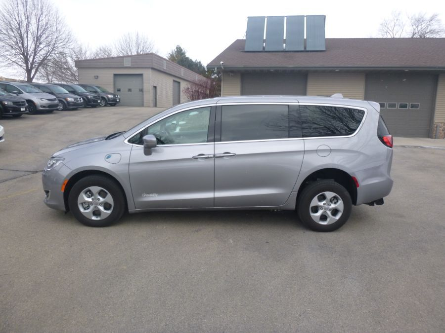 Silver Chrysler Pacifica Hybrid image number 3