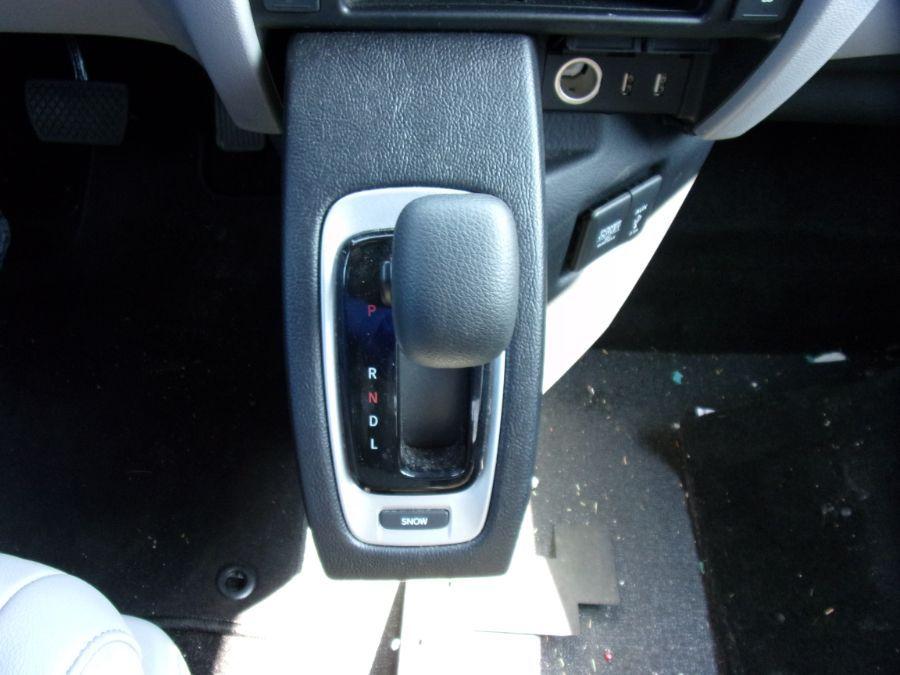 Gray Honda Pilot image number 4