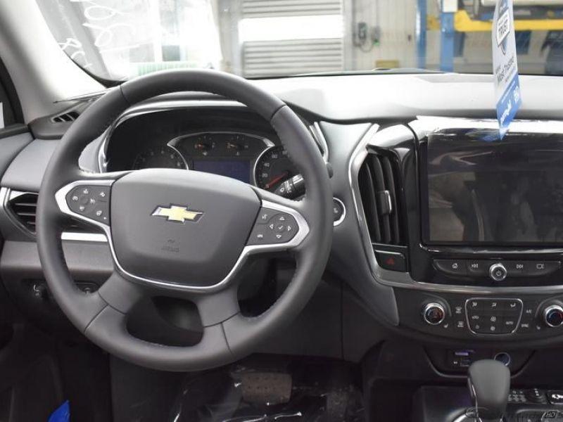 Black Chevrolet Traverse image number 11
