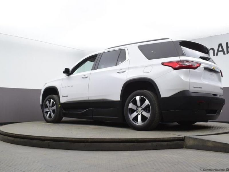 White Chevrolet Traverse image number 17