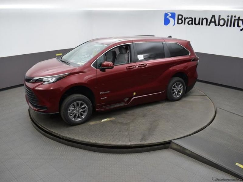 Red Toyota Sienna image number 20
