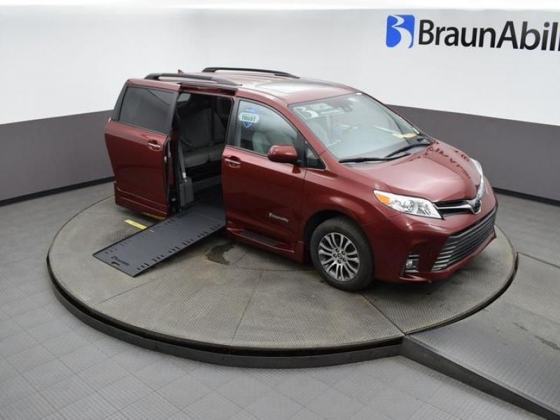 Red Toyota Sienna image number 14