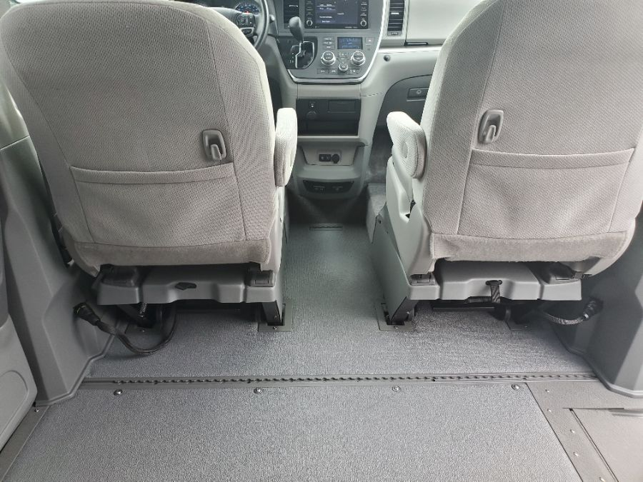 Gray Toyota Sienna image number 13