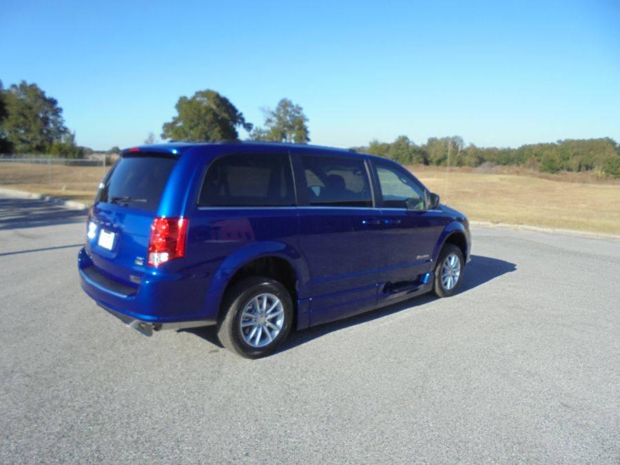 Blue Dodge Grand Caravan image number 6