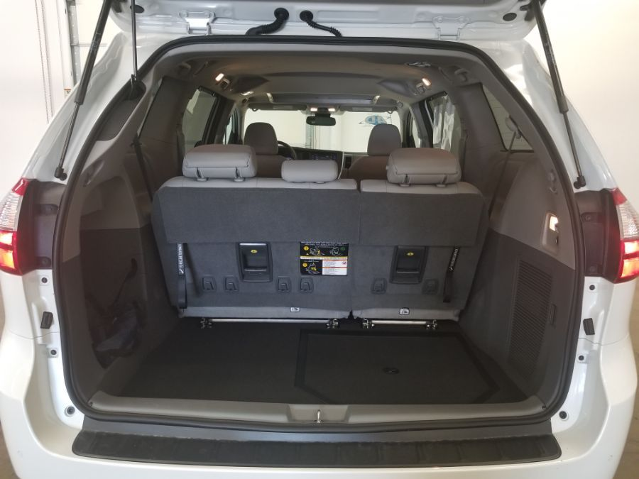 White Toyota Sienna image number 22