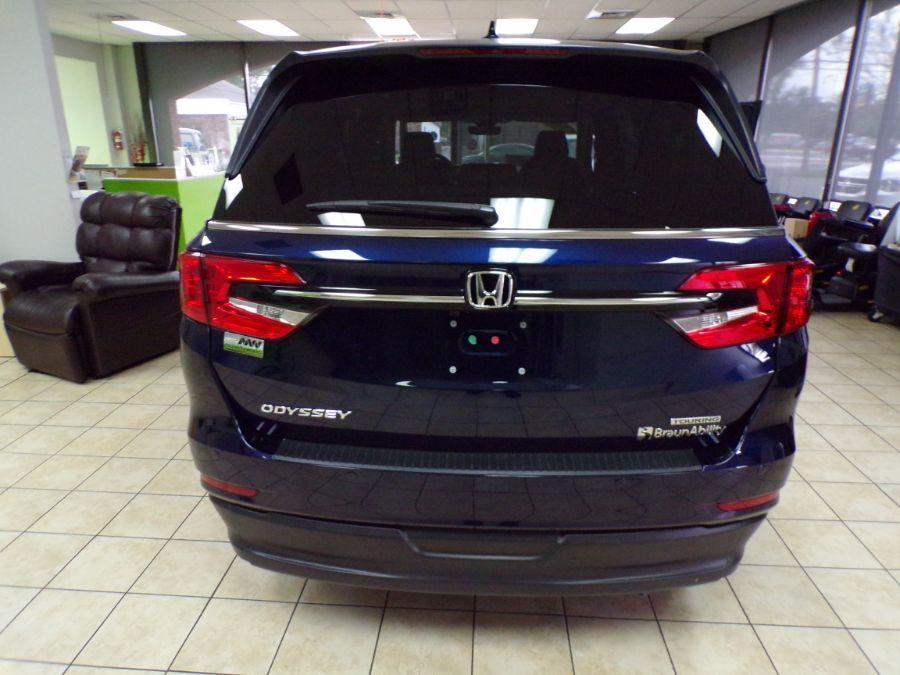 Blue Honda Odyssey image number 16