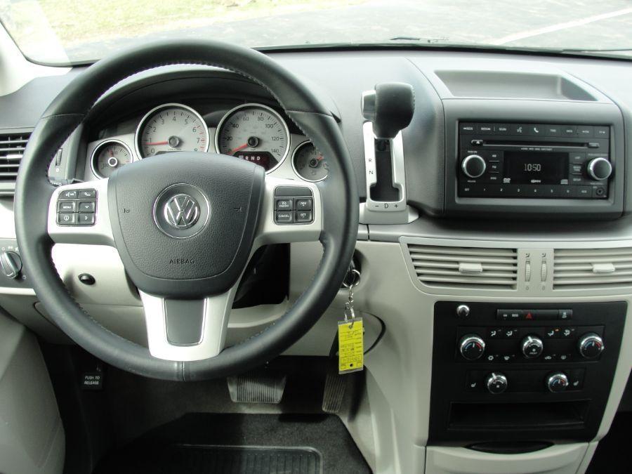 Gray Volkswagen Routan image number 8