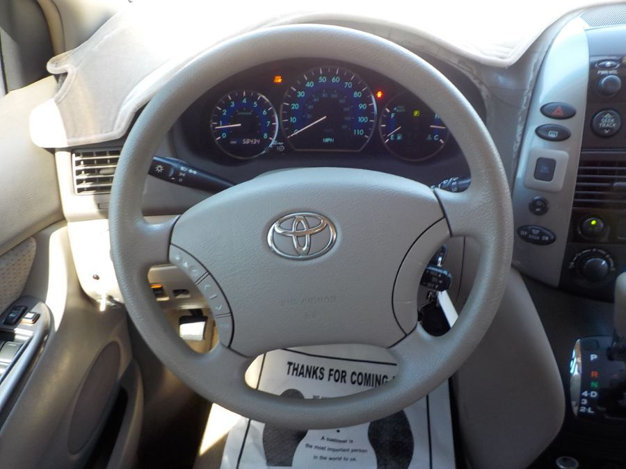 Toyota Sienna image number 8