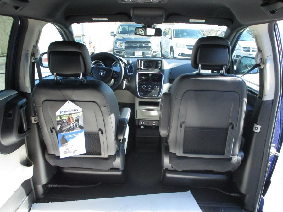 Blue Dodge Grand Caravan image number 22