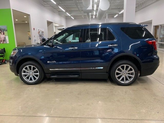Blue Ford Explorer image number 3