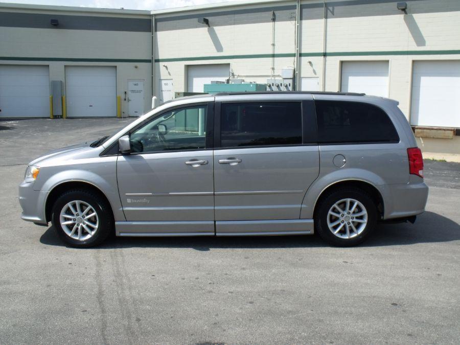 Silver Dodge Grand Caravan image number 3