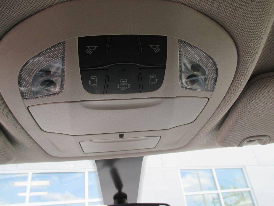 Gray Chrysler Voyager image number 25