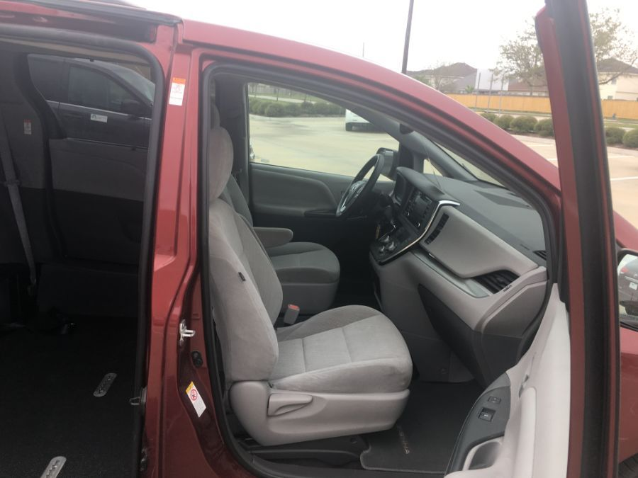 Red Toyota Sienna image number 12