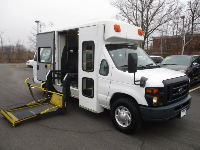 White Ford E-Series Cargo with Side Entry N/A N/A ramp