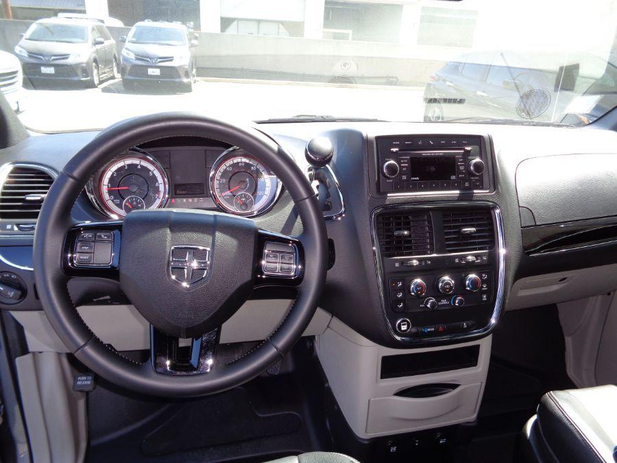 Silver Dodge Grand Caravan image number 29