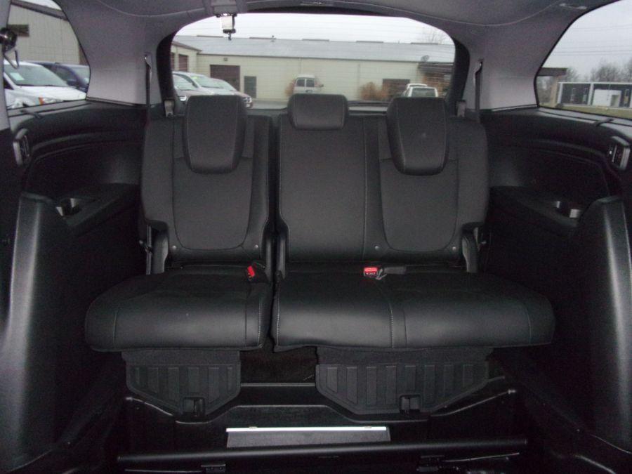 Black Honda Odyssey image number 16