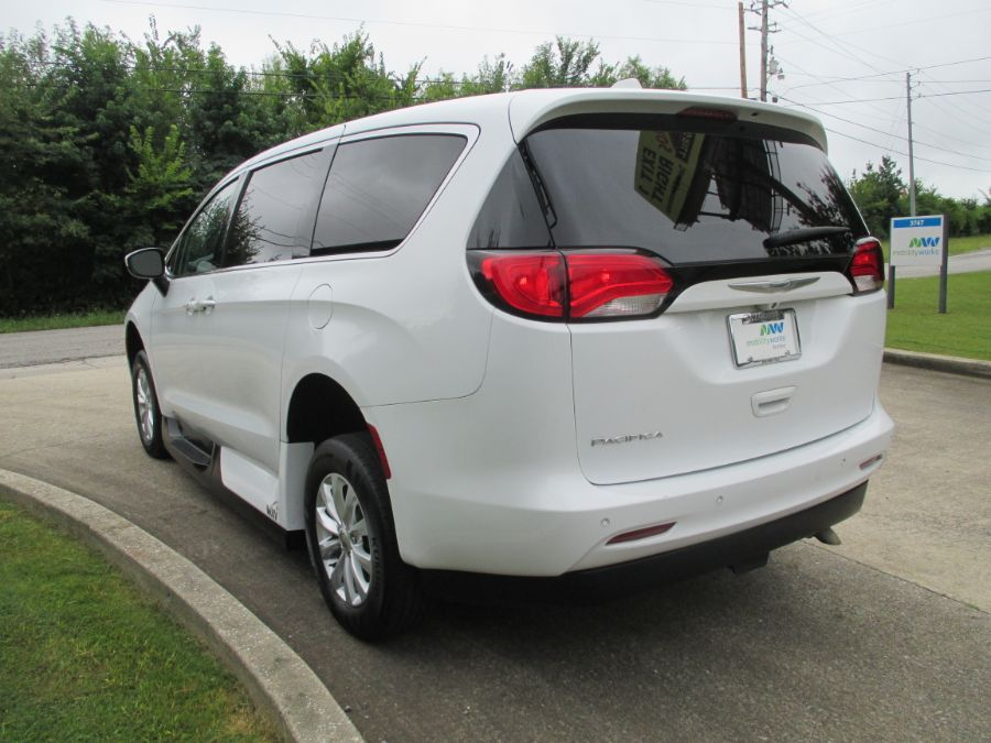 White Chrysler Pacifica image number 4