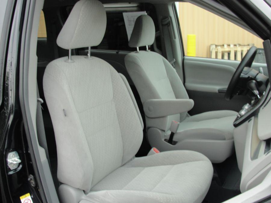 Black Toyota Sienna image number 14