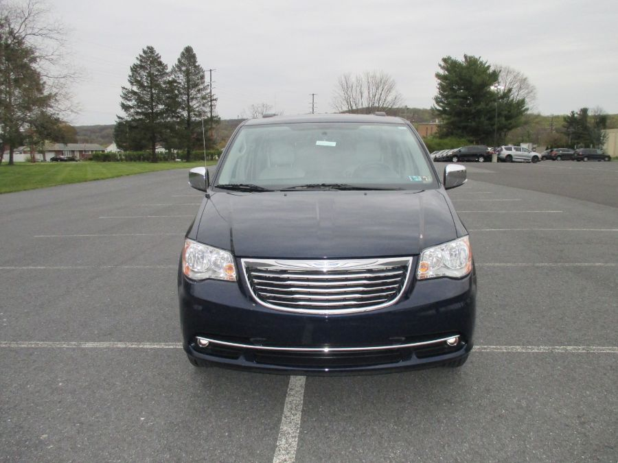 Blue Chrysler Town and Country image number 22