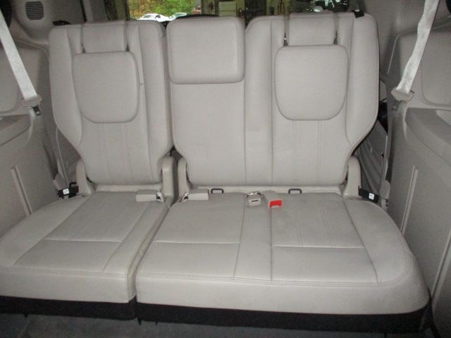 Silver Chrysler Town and Country image number 19