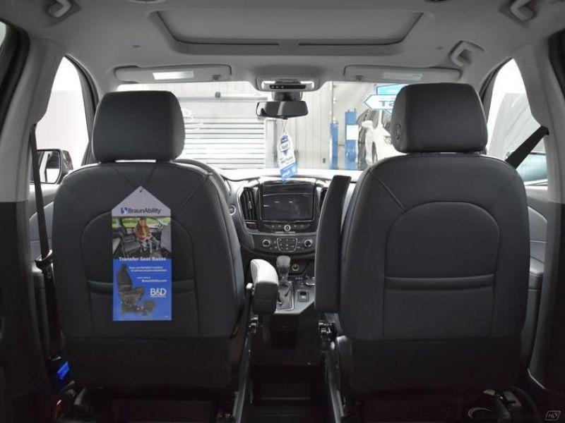 Black Chevrolet Traverse image number 13