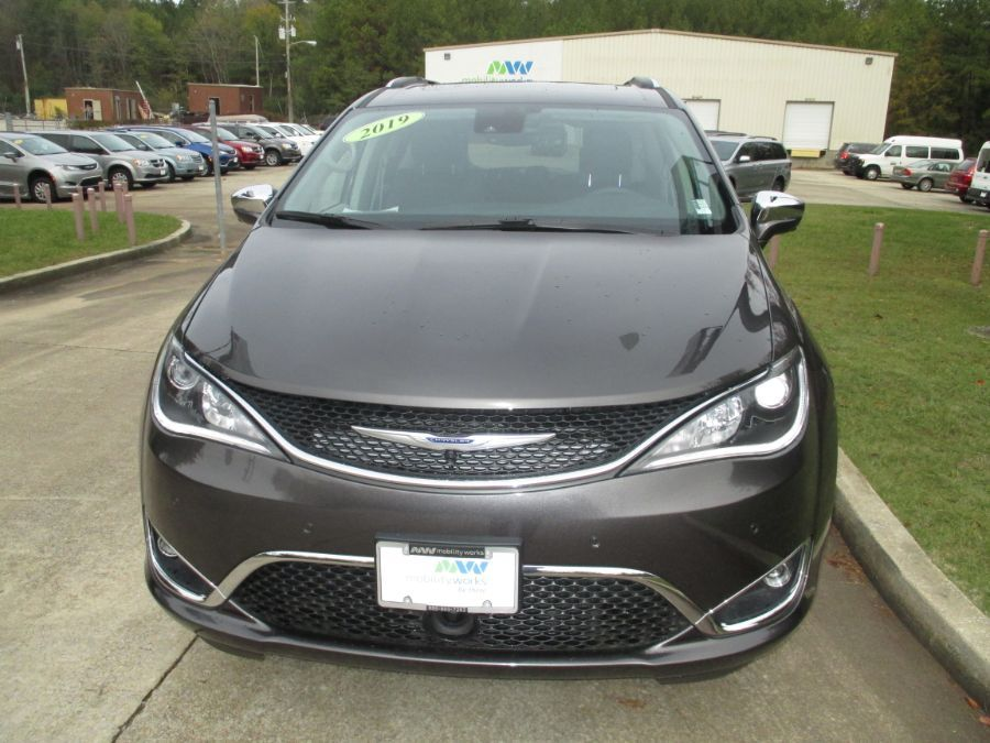Gray Chrysler Pacifica image number 1