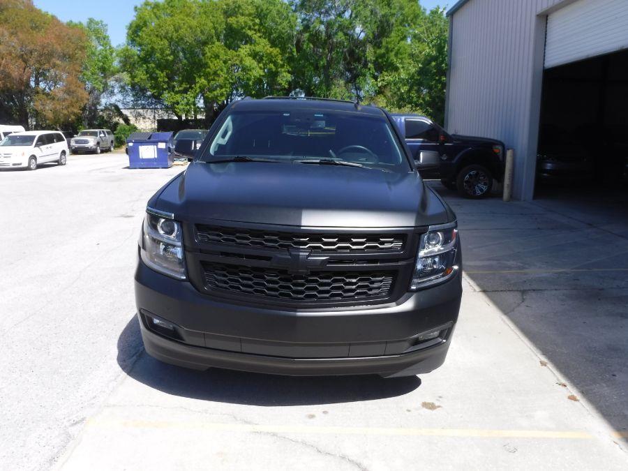 Black Chevrolet Tahoe image number 4