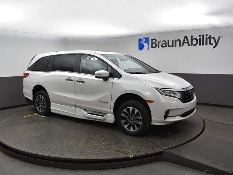 Gray Honda Odyssey image number 11