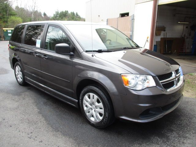 Gray Dodge Grand Caravan image number 1