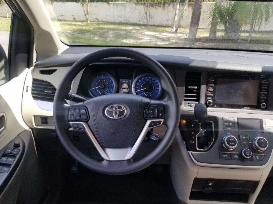 Brown Toyota Sienna image number 8