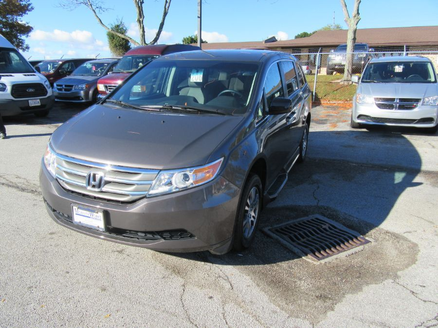 Brown Honda Odyssey image number 8