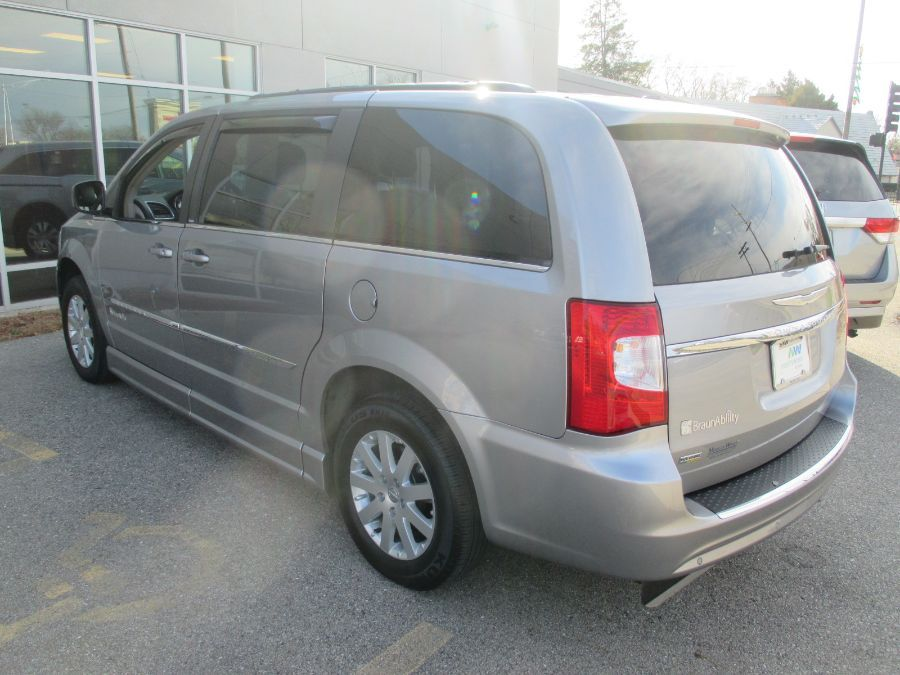 Silver Chrysler Town and Country image number 7