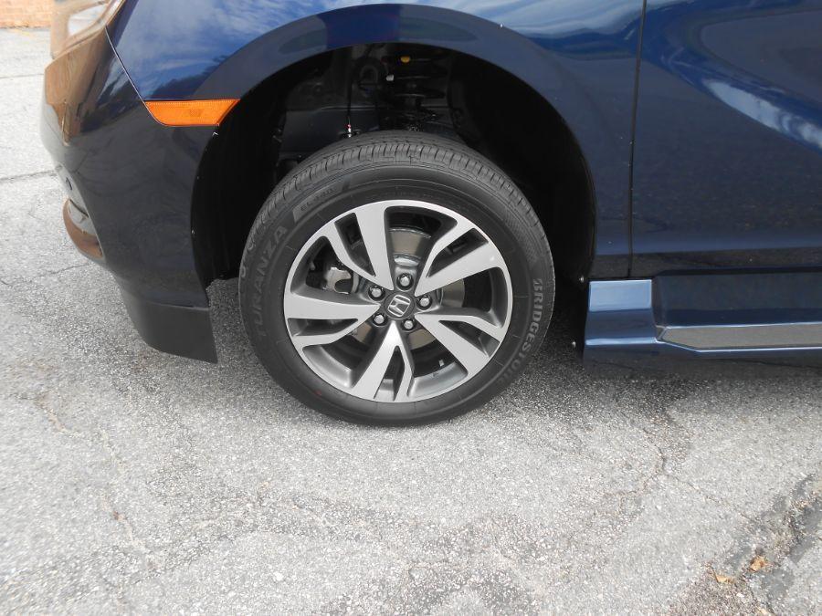 Blue Honda Odyssey image number 7