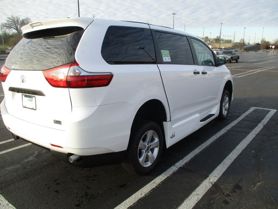 White Toyota Sienna image number 4