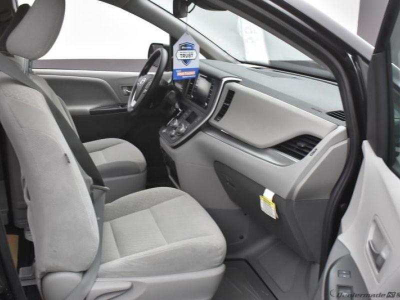 Black Toyota Sienna image number 7