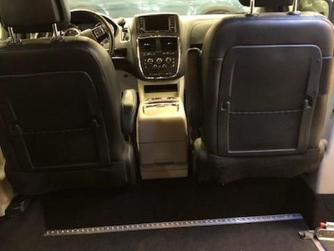 Silver Dodge Grand Caravan image number 13