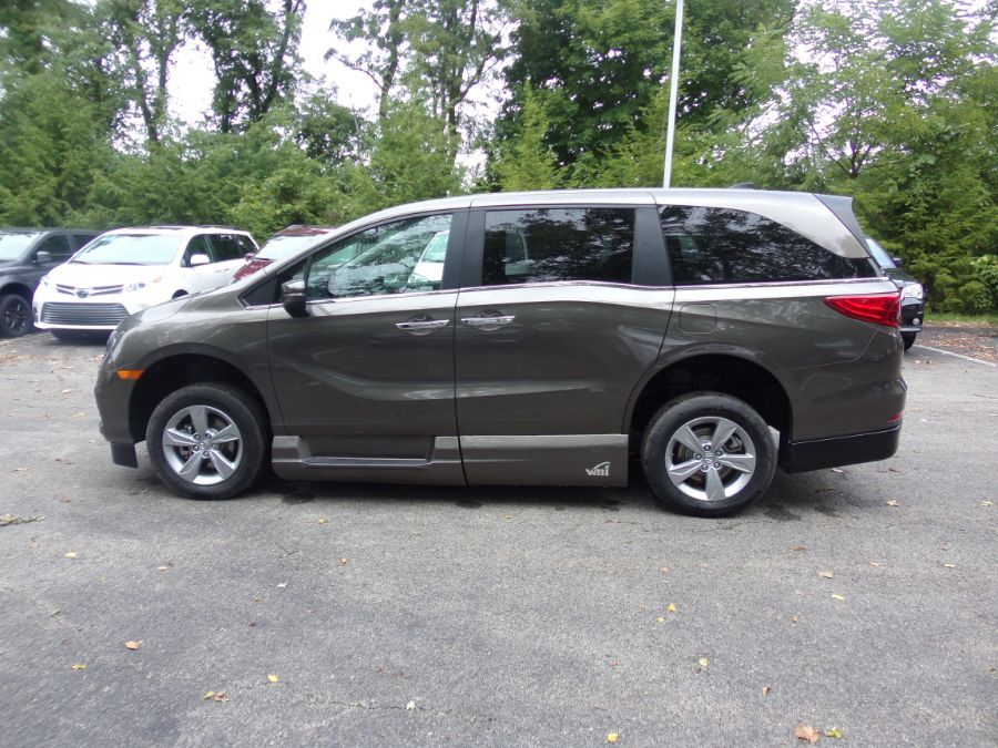 Gray Honda Odyssey image number 14