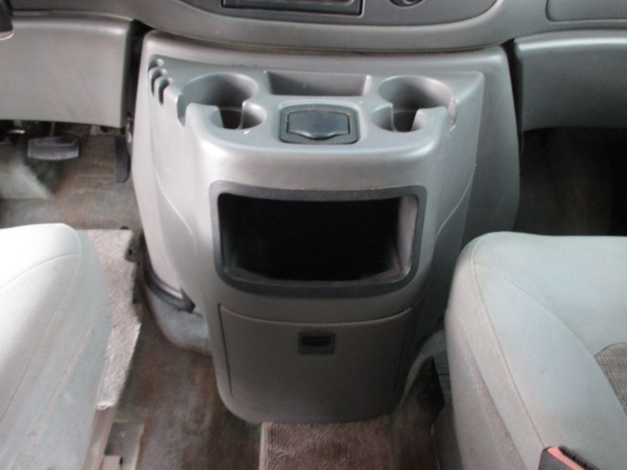 White Ford E-Series Cargo image number 9