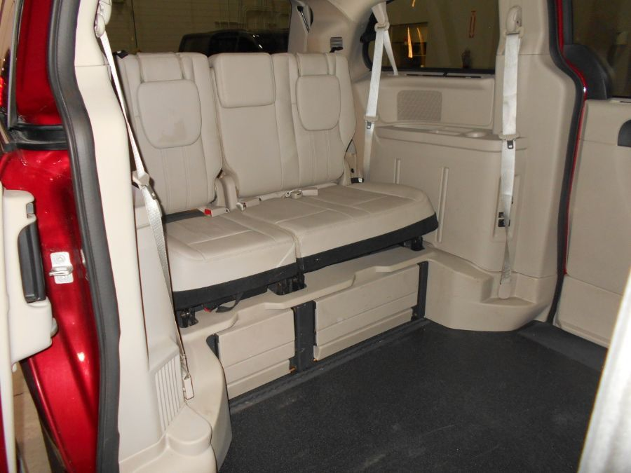 Red Chrysler Town and Country image number 15