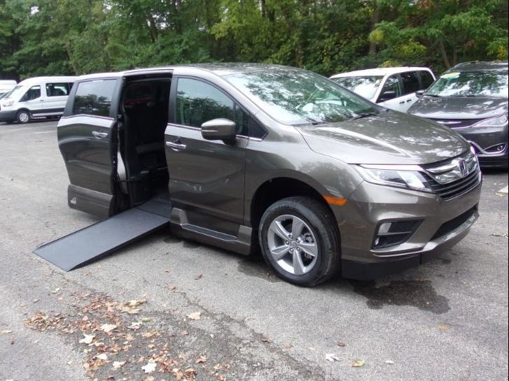 Gray Honda Odyssey with Side Entry Automatic In Floor ramp