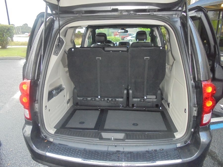 Gray Dodge Grand Caravan image number 23