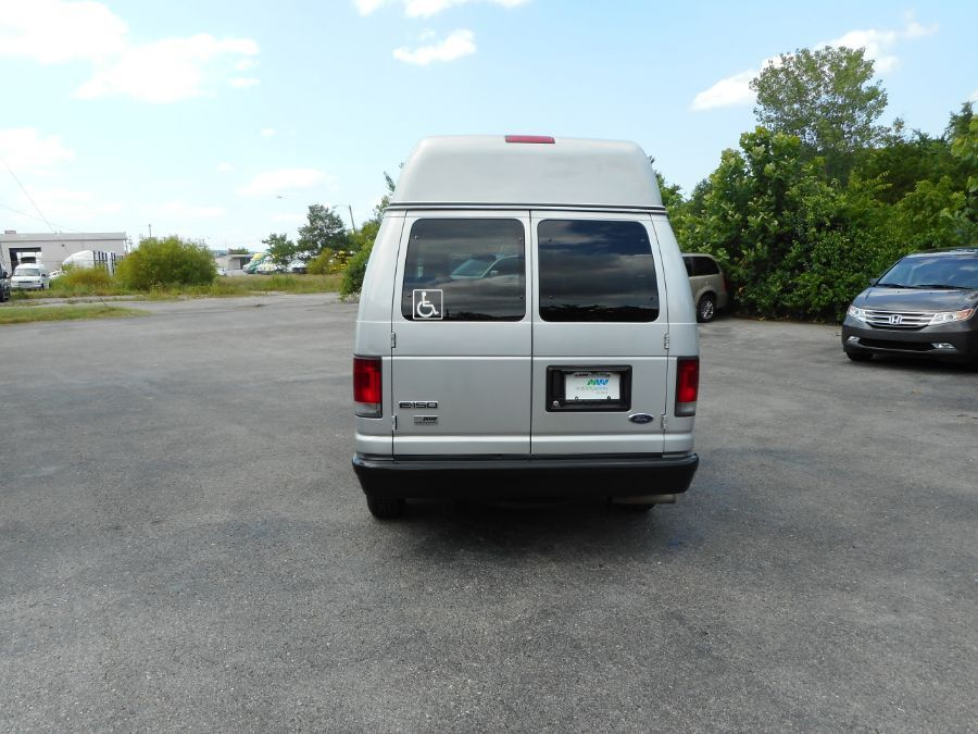 Silver Ford E-150 image number 5