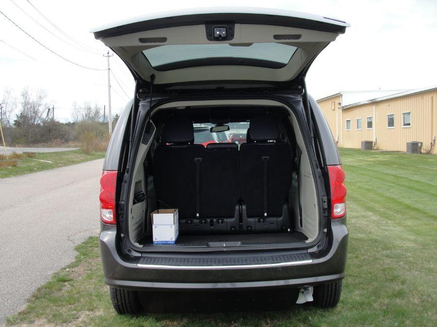 Dodge Grand Caravan image number 15