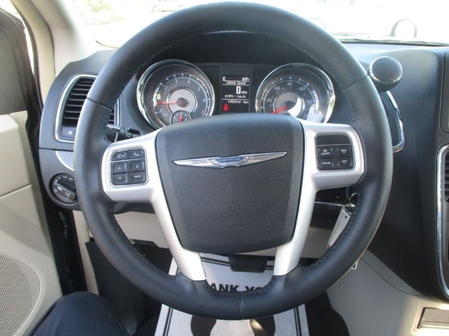 Black Chrysler Town and Country image number 10