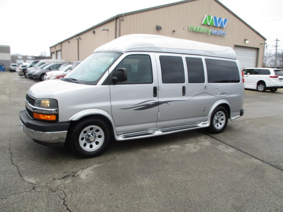 Silver Chevrolet Express Cargo image number 31